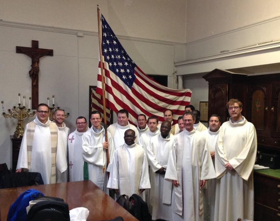 groupe + drapeau sacristie